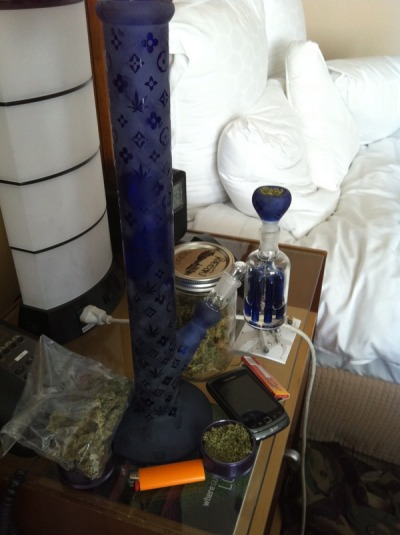 party-hard-role-soft:  I want this so bad  One of the coolest bongs