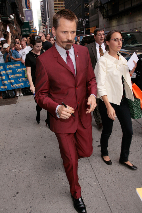A sharp-dressed man, indeed! ::swoon::