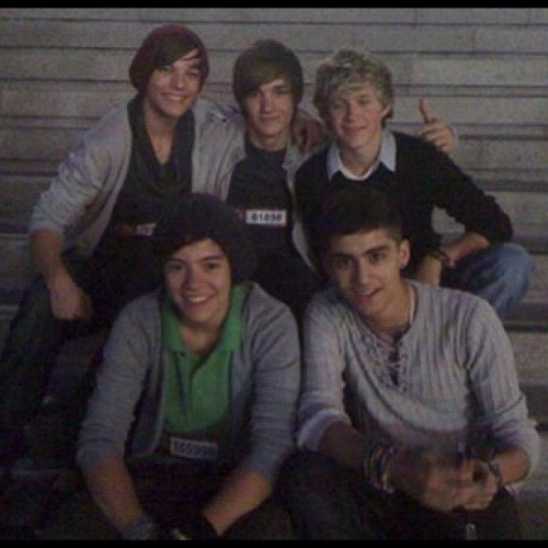 HAPPY BIRTHDAY ONE DIRECTION :)