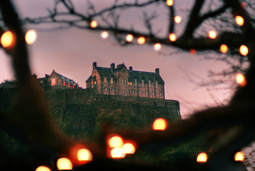 5-ghosts:  Twinkling Castle, Edinburgh by The Other Martin Tenbones on Flickr.