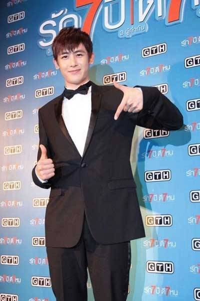 2PM′s Nichkhun Meets With 2,000 Fans For Debut Thai Movie