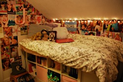 stilldie:  4ri-3l:  My bedroom<3  don't you ever hit your head on the ceiling ?