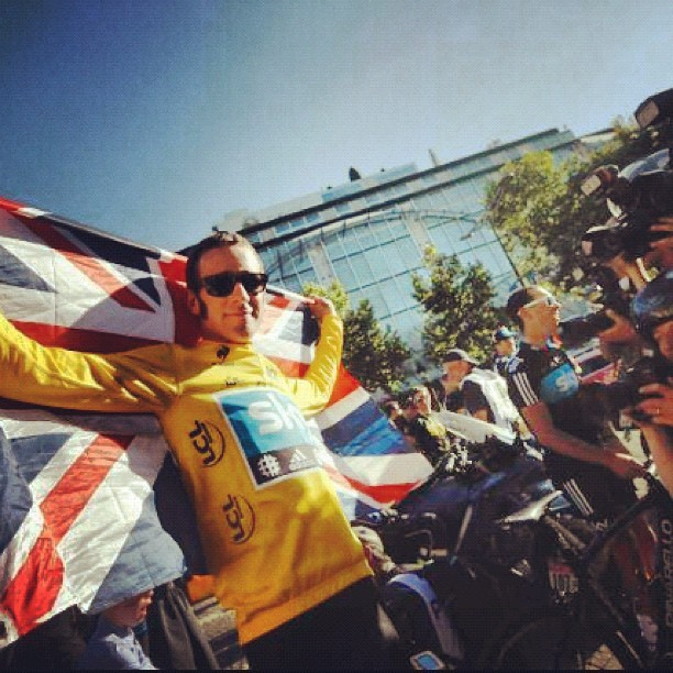 Bradley Wiggins wins #2012 #tourdefrance #cycling #sports (Taken with Instagram)