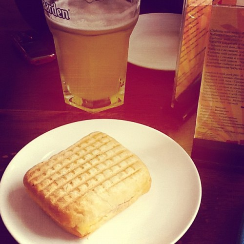 Waiting to board the plane #BeliganBeerCafe #VegetarianSandwich #beer (Taken with Instagram at Bon Voyage)
