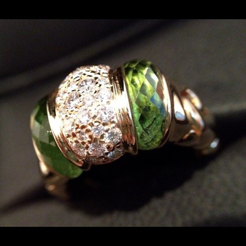 yellow #gold #bvlgari ring w/ center pavé Dia and green #tourmaline sides #jewelry #jewellery #illjewelry  (Taken with Instagram)