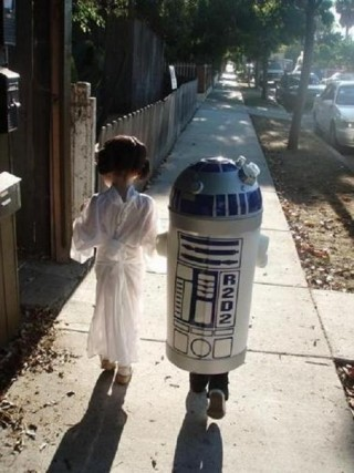 dumbyoyo:  Leia and R2D2: Childhood Friends