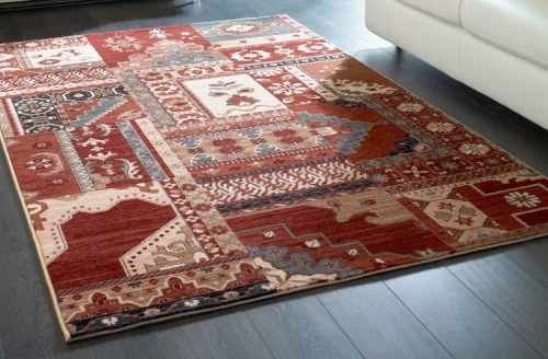Design contemporain et fabrication traditionnelle d'un tapis du Pakistan.