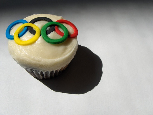 Today on Crafty Crafty: Gallery: Olympic cupcake madness!   http://bit.ly/PGzofs by Ellen Lindner