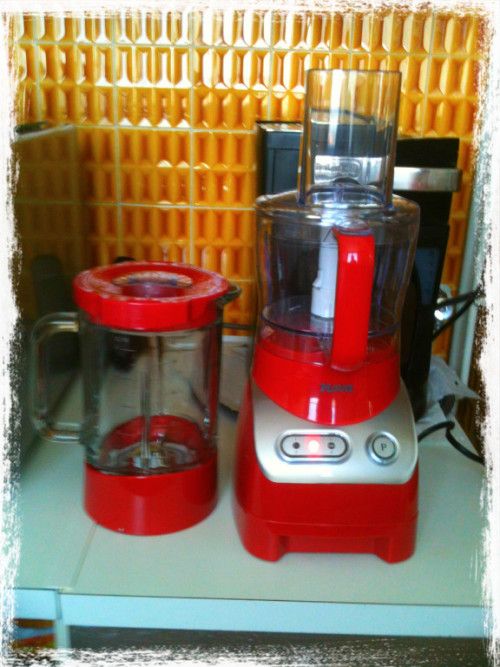 The trouvaille!! Robot soldé chez Casa 19€!!! à moi les smoothies maison!  via Befunky iPhone http://goo.gl/jy6LM