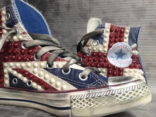 Available online the **NEW** #Converse UK Flag with studs. Only at www.muffinonline.it