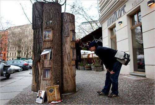 An awe-inspiring public bookshelf has been installed in the streets of Berlin. 'Book Forest' is a set of trees that have hollowed out shelves for members of the community to swap stories. You're allowed to pick up a used book and leave one if you'd like.