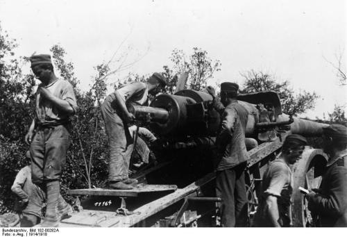 taco-man-andre:  Germany artillery on the Western Front in 1914.