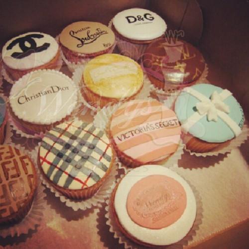 R these just for looks or do ppl really eat em? #desinercupcakes #google  (Taken with Instagram)