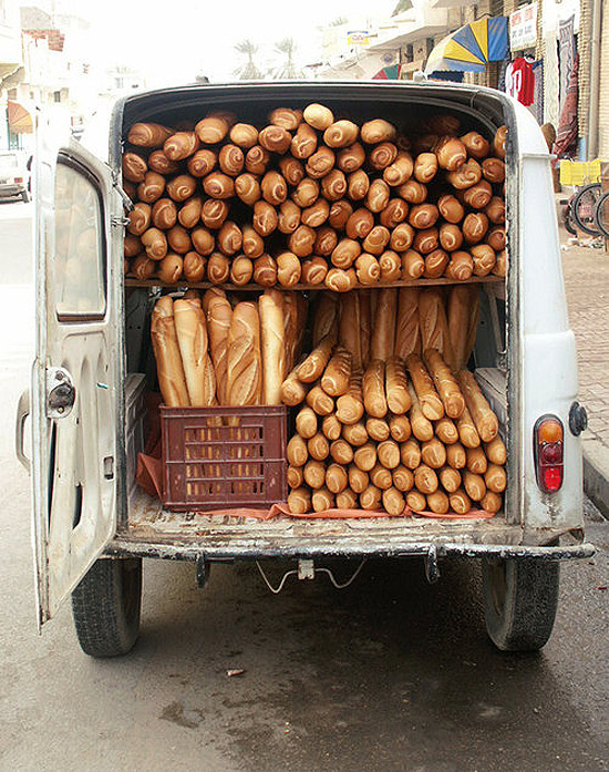 withenoughbutter:  Vintage French Bread Truck.