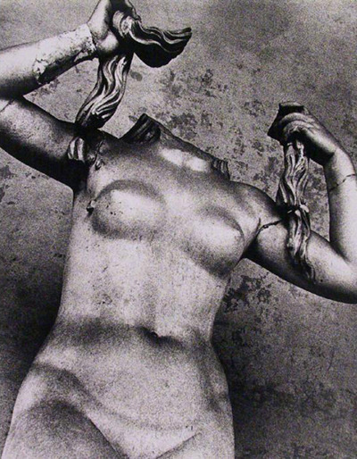 regardintemporel:  Lisette Model - Statue, Rome, 1966