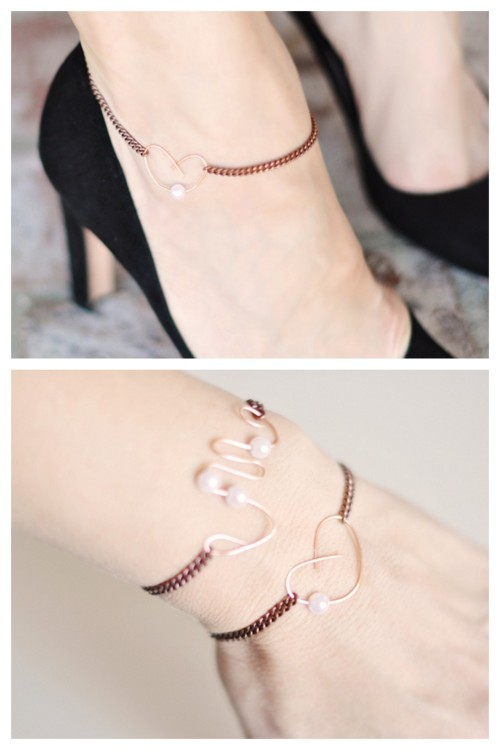 truebluemeandyou:  DIY Easy Rose Gold Chain and Wire Bracket and Anklet from …Love Maegan. What I really like about this tutorial is that the closure is the copper wire, so you simply loop your chain around whatever you create with the wire. She also has links to Amazon so you can see exactly what she used in her project.