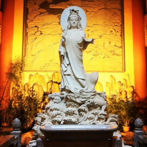#kuanyin #temple #buddhism #statue #beauty #beautiful #georgeus #religious (Taken with Instagram at Maha Vihara Maitreya)