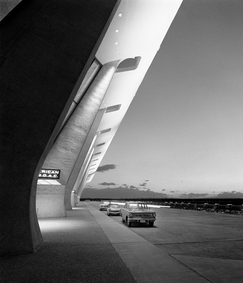 Dulles International Airport (Chantilly, VA, 1963) Eero Saarinen and Associates From Balthazar Korab: Architect of Photography