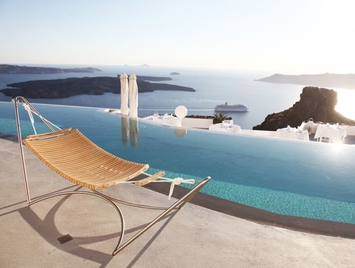 contemporay hammock + amazing view (via Valentina / Pinterest)