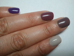 Desaturated Berry Ombre Nails Ombre nails are cool and subtle and they are easy to do on your own. This version of ombre nails is when the color fades from one nail to the next. Item breakdown, prices and tutorial at http://vomoven.blogspot.com/2012/07/desaturated-berry-ombre-nails.html