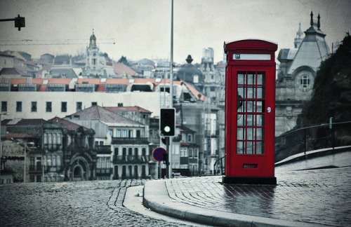 lulkatie:  Lisbon - trying to be british by t4tO_ on Flickr.