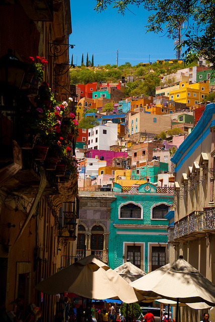 t-r-o-p-i-c-air:  visitheworld:  Colorful streets of Guanajuato, Mexico (by Choollus).  Nature/Culture blog here :)