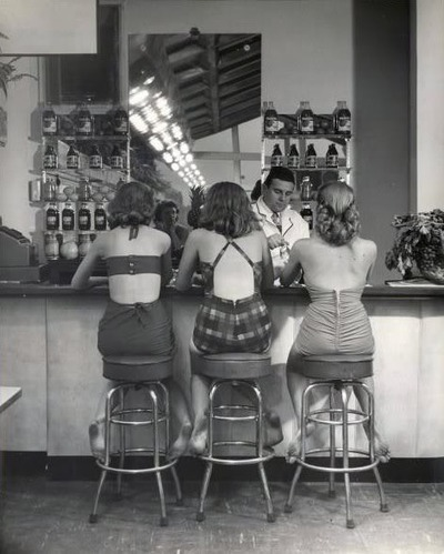 Girls sitting at the bar in Atlantic City (1948)