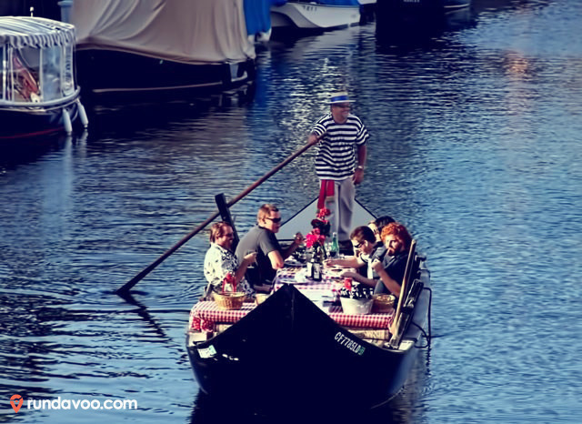 rundavoo on a Gondola! You and your friends can dine in style in Naples South Long Beach