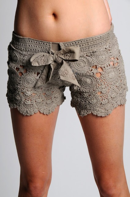 wantering:  Letarte Crochet Short, White