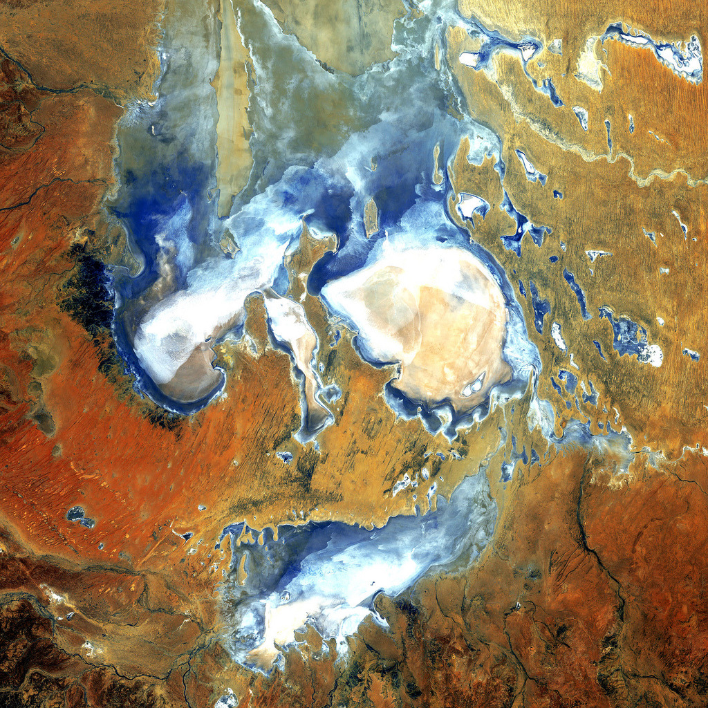 Lake Eyre, South Australia. (by NASA Goddard Photo and Video)