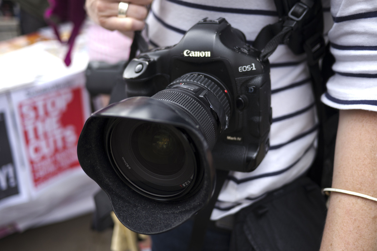 Camera Style: Canon family, 550d with 28-135mm + flash, professional wannabe, 5d mark ii + 70-200mm f/2.8, stealthy street portrait hunter, 1d mark iv + 17-35mm f/2.8, full coverage seeker. #Full size images are available on My flickr: [1], [2], [3].