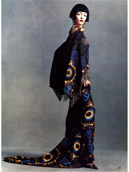 saloandseverine:  Dior HC by John Galliano