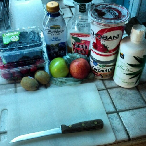 #SMOOTHIE TIME #fruit #organics #chicagocutlery (Taken with Instagram)
