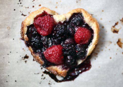 robot-heart:  Berry Tart (by Bakerella)