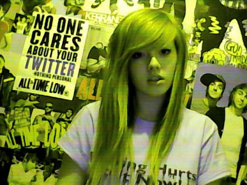 i made myself an alien, and then my webcam took a photo before i was ready and i look so confused omg lmfao