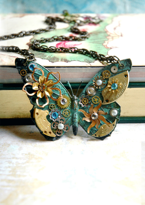 bionicunicorn:  Antiqued Absinthe Butterfly