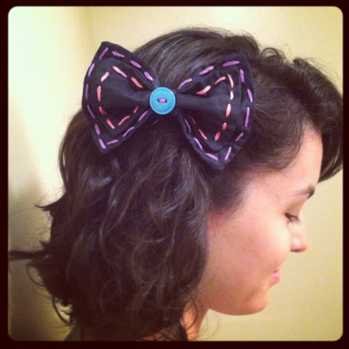 speaking of Lina here she is wearing another bow I just finished  AND here is a link to her etsy shop where you can buy her awesome crocheted hats!