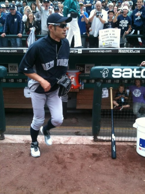 Ichiro's first steps on a big league field… as a Yankee. twitter.com/MarcCarig/stat… — Marc Carig (@MarcCarig) July 24, 2012