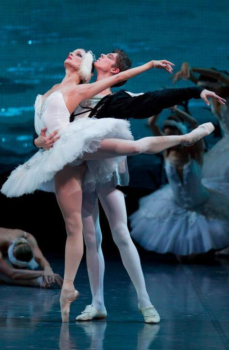 thedailyballet:  Viktor Lebedev and Ekaterina Borchenko in Swan Lake. Photo by Igor Larin.