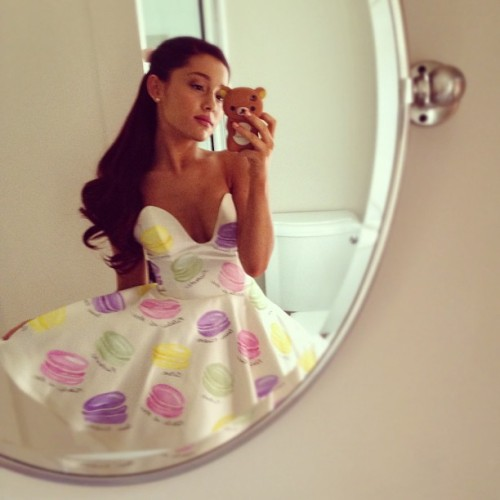 "victoriousstyle:  ""1 more macaroon dress pic… They kinda look like pretty patties from sponge bob right? Lol.. Thank u again @kenleycollins!""  Ariana's sweet dress she wore to the TCAs!"