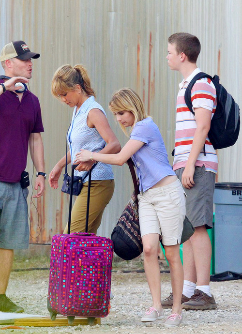 emmaroberts-:  We're The Millers (set) - July 23,2012