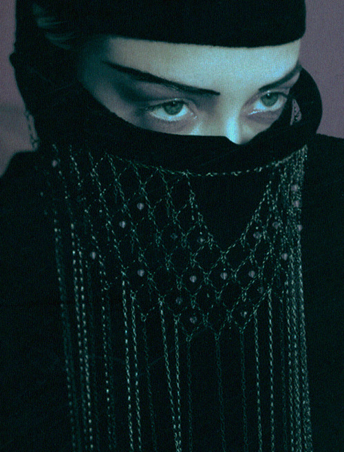 "Vogue Paris | October 1997""Les Éxtremes""Jaime King by Albert Watson"