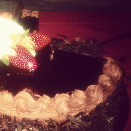 @kweenkurdii birthday cake! #chocolatecakewithcustardfilling (Taken with Instagram)