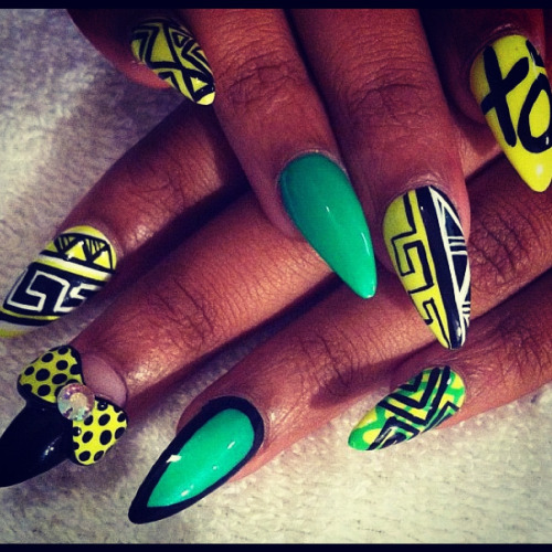 virgoalamode:  Nail art just got cray