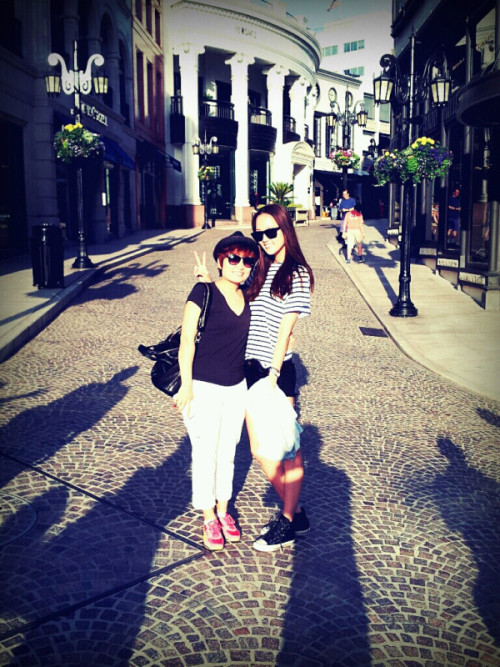 """with @TalkinPark KyungRim unnie in Beverly Hills""  ('unnie' means big sister in korean) source: Hye Park's Twitter acc. (@iam_hyepark)"