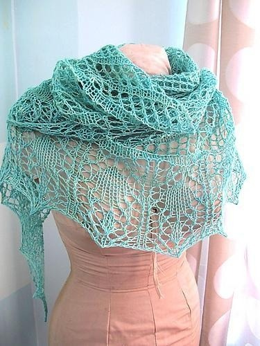 Free knit pattern Glam Shells shawl in craftsy by Maiden Brooklyn