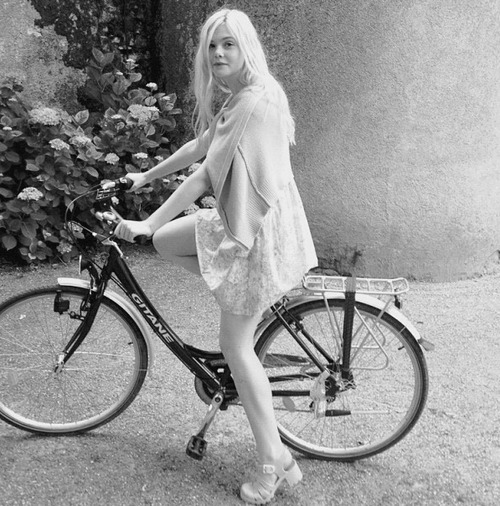 Elle Fanning is actually a 90s dream girl fairy princess.