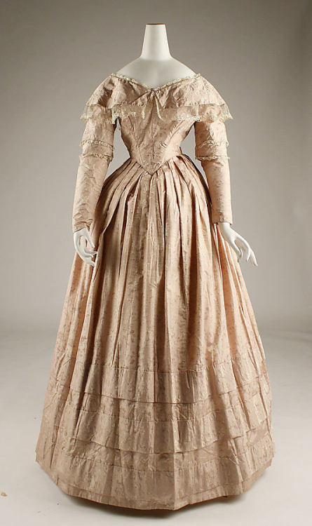 Dress 1845-1846 The Metropolitan Museum of Art