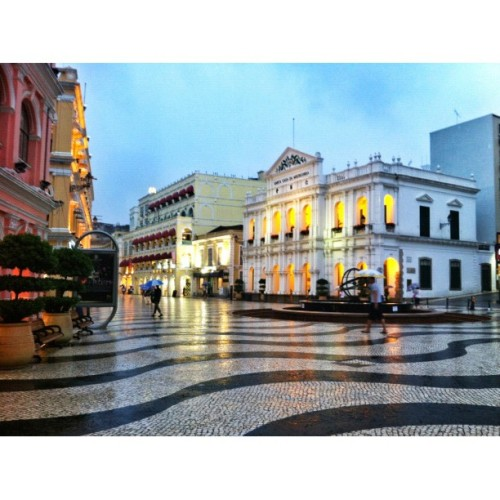 A good thing Vicente left behind: This (rare) peaceful look of Senado Square  (Taken with Instagram at Macau)