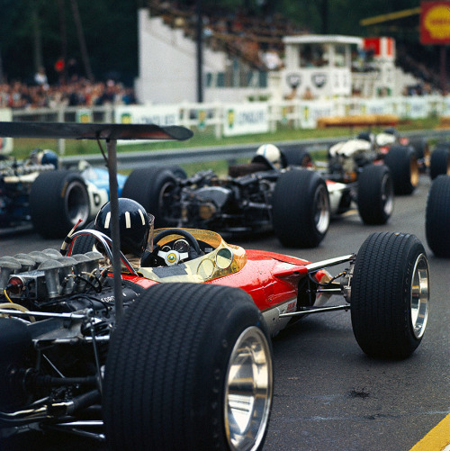 motormavens:  F1 cars from 1968 had such amazing stretched tires and FAT LIPS! mybestcars:  f1 - Lotus - GP France - 1968 -  Graham Hill